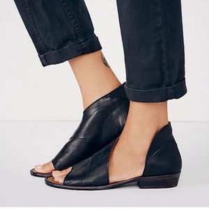 Free People Mont Blanc Black Side Cutout Sandal 38